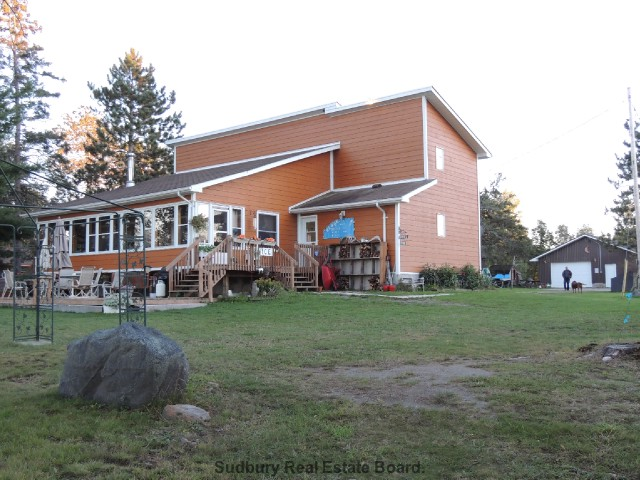 1302 silv`ry moon rd, Noelville Ontario, Canada Located on Trout Lake