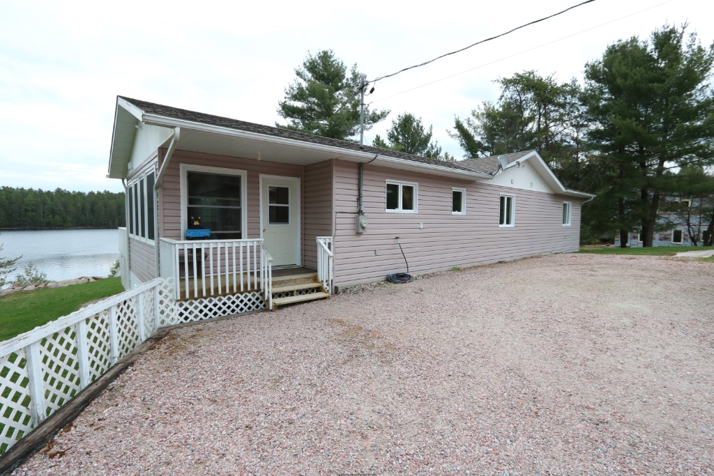 588 silv`ry moon rd, Noelville Ontario, Canada Located on Trout Lake